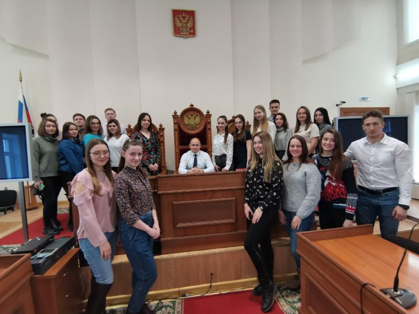 В рамках спецкурса  «Суд присяжных» студенты 3 курса посетили  Алтайский краевой суд