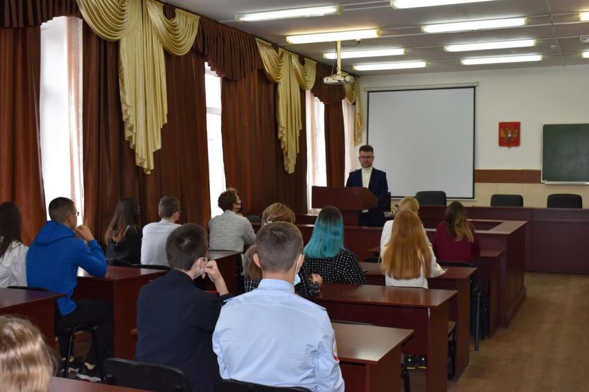6 октября учащиеся барнаульских школ №49 и 53 побывали на экскурсии в Юридическом институте Алтайского государственного университета