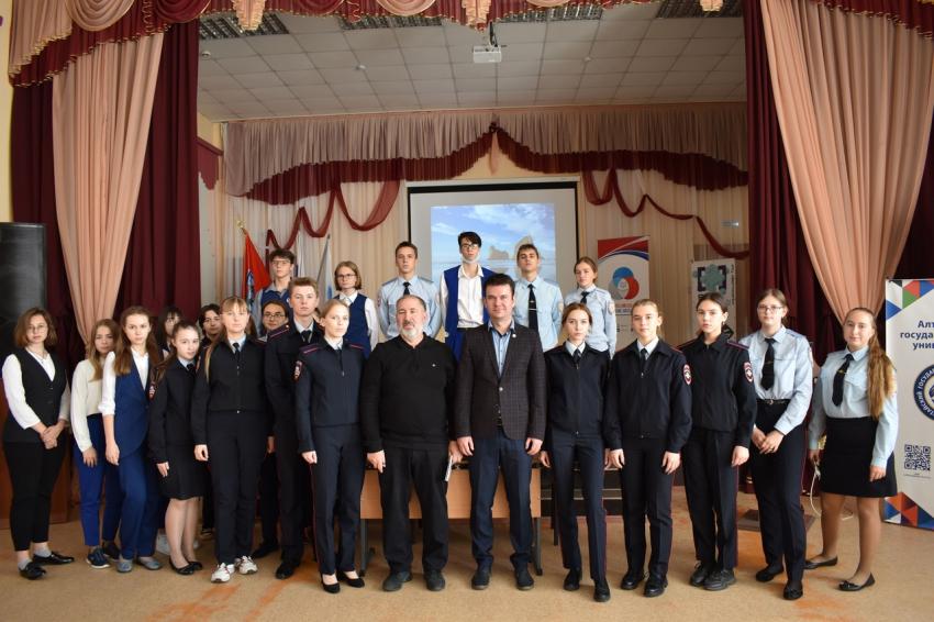 28 сентября состоялась встреча учеников 11 классов школы №53 г. Барнаула с представителями Юридического института АлтГУ
